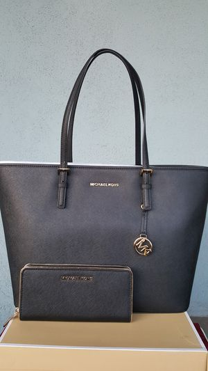 New Authentic Michael Kors Large Tote With A Large Wallet for Sale in East Los Angeles, CA