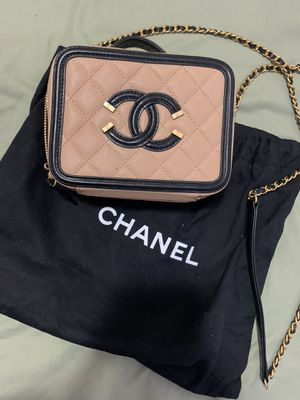 Chanel vanity caviar filigree cc vanity case for Sale in Queens, NY