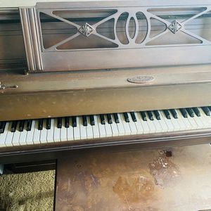 Wurlitzer Piano Works With Stool for Sale in Inglewood, CA