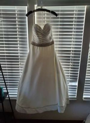 Perfect weddings wedding dress for Sale in Columbus, OH
