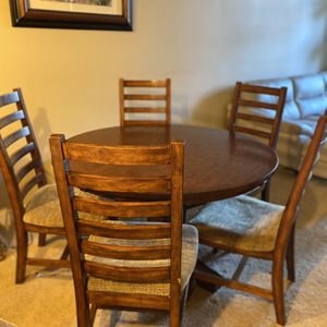 Bassett Designer Wooden Dining Room Set (table & 5 chairs) for Sale in Kirkland, WA