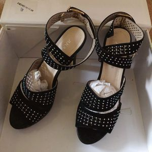 Fashion Pumps with Platforms Size 5.5-6 for Sale in Danville, PA