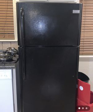 Fridgidaire refrigerator for Sale in Norman, OK