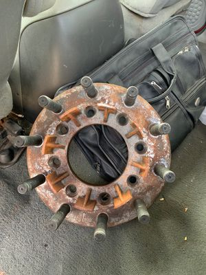 F350 adapters 8 lug to 10 lug for Sale in West Chicago, IL