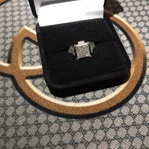 my fiance and I aren't getting married no more I'm trying to sale the ring i paid $5,500 still new for Sale in Cuyahoga Heights, OH
