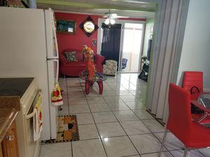 Casa traila 3 cosina 3banos 4 cuarto portal cuarto de desahogo es bien grande todo es asulegiado asta el piso for Sale in US