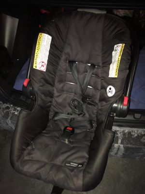 Graco infant car seat for Sale in McKeesport, PA