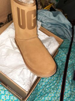 Uggs Classic Boot Woth Rubber Logo Size 8 for Sale in Memphis,  TN