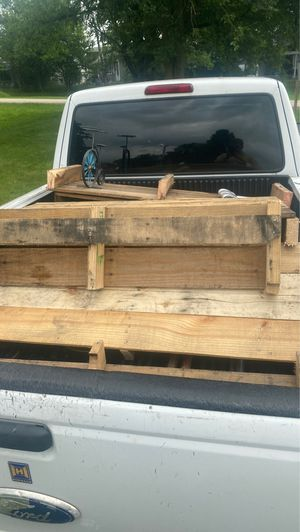Pallet wood for firewood for Sale in Tinley Park, IL