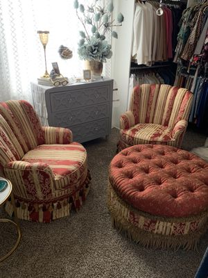 2 Chairs both swivel with 1 Ottoman for Sale in Utica, MI