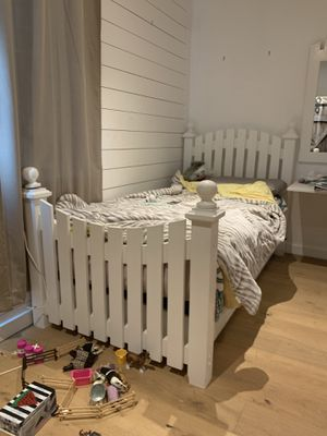 Trundle bed and mirror for Sale in San Diego, CA