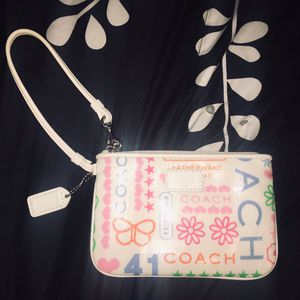 Cute White COACH Wristlet Zipup Small Wallet Bag for Sale in Woodbridge, CT