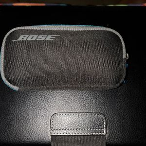 Bose artistic nose cancelling in ear headphones for Sale in Chicago, IL