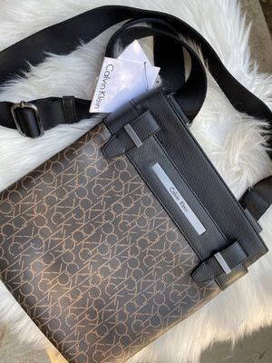 Calvin Klein Crossbody Bag (NEW) for Sale in Long Beach, CA