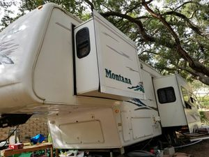 Montana 5th wheel 2004 for Sale in Poway, CA