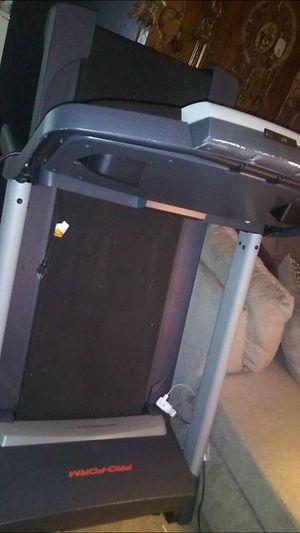 Pro form performance 400 treadmill for Sale in Buffalo, NY