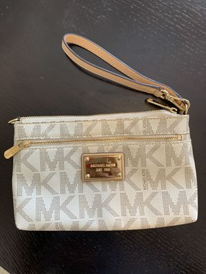 MICHAEL KORS wristlet - excellent/like new condition for Sale in Soquel, CA