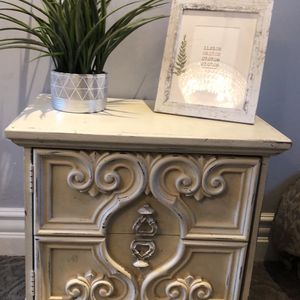 Gorgeous Vintage Side Table for Sale in Walnut Creek, CA