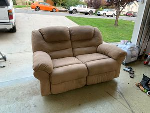 Reclining love seat - $75 obo great condition for Sale in East Wenatchee, WA