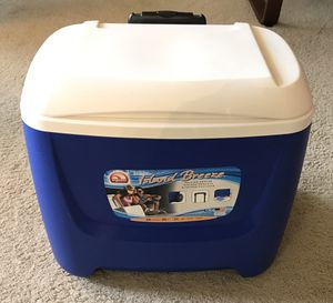 Igloo 28 quart roller cooler for Sale in Seattle, WA