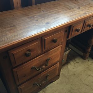 Antique Desk for Sale in Lakewood, CA