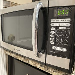 Emerson 1.3. 1000 Watt. Stainless Steel Microwave for Sale in Woodlawn, MD