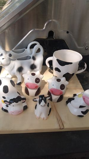 8 pc. Cow Salt & Pepper Shakers, Creamer Dish & Sugar Cup for Sale in Anderson, CA
