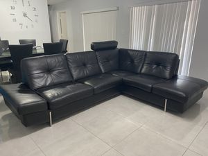 Leather sectional for Sale in Miami, FL