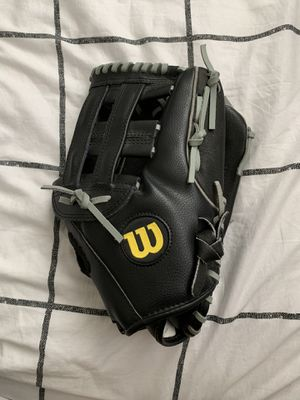 Softball glove for Sale in Parlier, CA