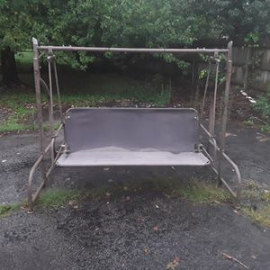 Nice porch or yard swing that also turns into a hammock for Sale in Lexington, KY