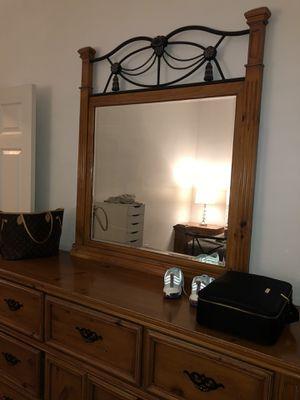 ITALIAN WOOD QUEEN BEDROOM SET for Sale in Brentwood, TN