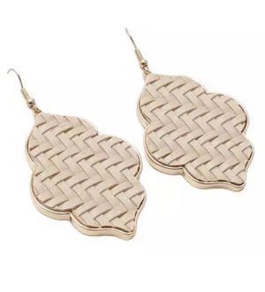 BEIGE NEUTRAL GOLD TEARDROP DIAMOND SHAPE DANGLE DROP EARRINGS for Sale in Macomb, MI