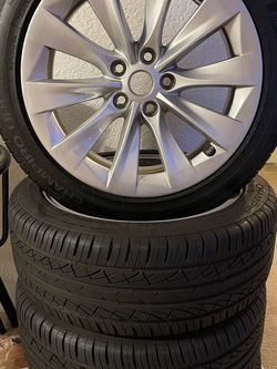 Tesla 19 inch Wheels And Tires Sets for Sale in Los Angeles,  CA
