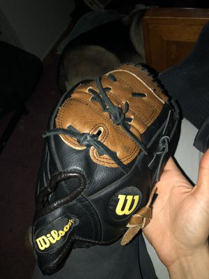 Wilson baseball glove for Sale in Galloway, OH