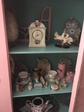 Antique China cabinet for Sale in Pflugerville, TX