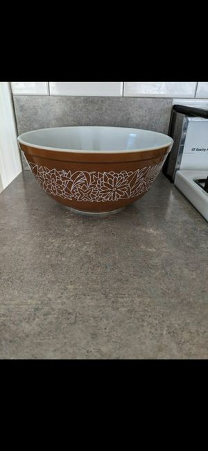 Vintage Pyrex 2.5 Liter Brown Woodland Bowl for Sale in Bardonia, NY