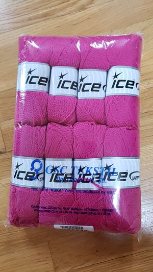 Wool Pink Yarn. 8 skeins. for Sale in Everett, WA