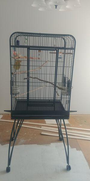 AVIAN FLAT TOP GREEN BIRD CAGE for Sale in Las Vegas, NV