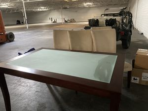 KITCHEN TABLE SET WITH 4 CHAIRS for Sale in Las Vegas, NV