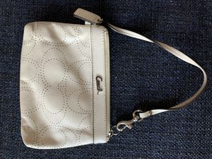 Coach off white wristlet for Sale in Baltimore, MD