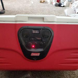 36 Qt Coleman Cooler W/ Built In Radio for Sale in Bakersfield, CA