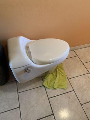One piece toilet for Sale in Hialeah, FL