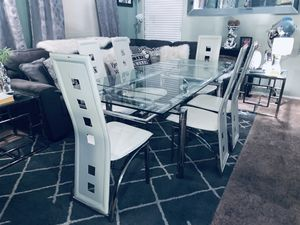 Beautiful Heavy Thick Extendable Glass Dining Table With 6 Chairs for Sale in Las Vegas, NV