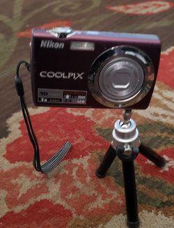 Coolpix camara for Sale in Farmersville,  CA