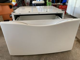 Whirlpool Laundry Pedestal for Sale in Tuscola,  TX