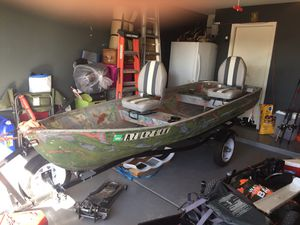 Foremost 12ft aluminum boat W/ 5hp Mercury for Sale in Buckeye, AZ