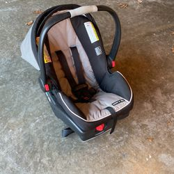 Graco Snugride 35 Baby Carrier for Sale in Plano,  TX