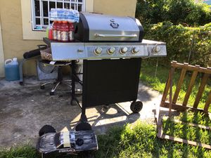 Free grill for Sale in Homestead, FL
