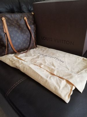 Louis Vuitton bag 100% authentic for Sale in Sacramento, CA