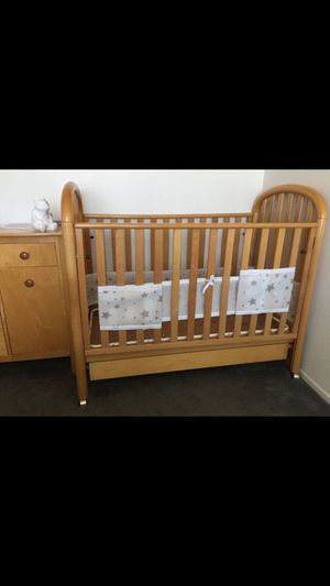 Crib and dresser/changing table for Sale in Montebello, CA